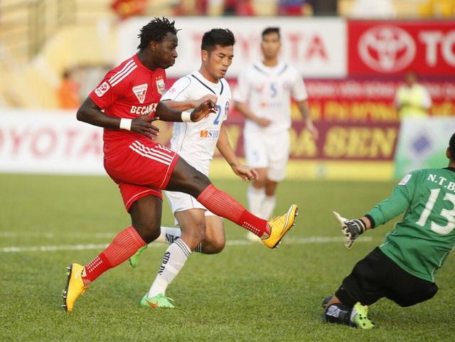 Abass Adieng (Bình Dương) đang là chân sút xuất nhất V-League mùa này với 5 pha lập công
