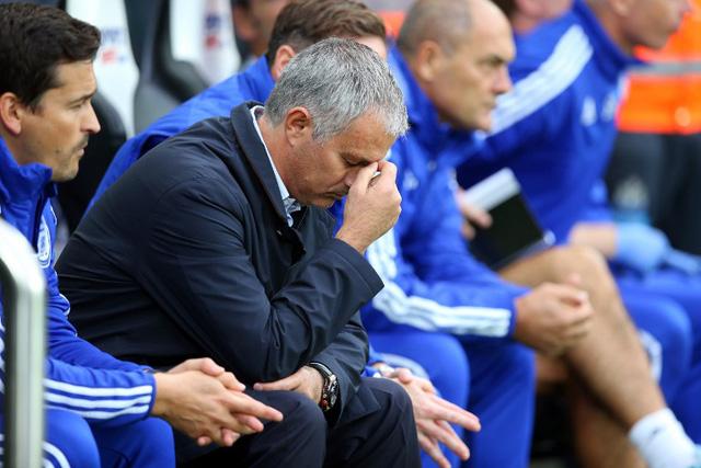 Trận đấu gặp Liverpool có thể sẽ là trận đấu cuối cùng trên ghế HLV Chelsea của Mourinho