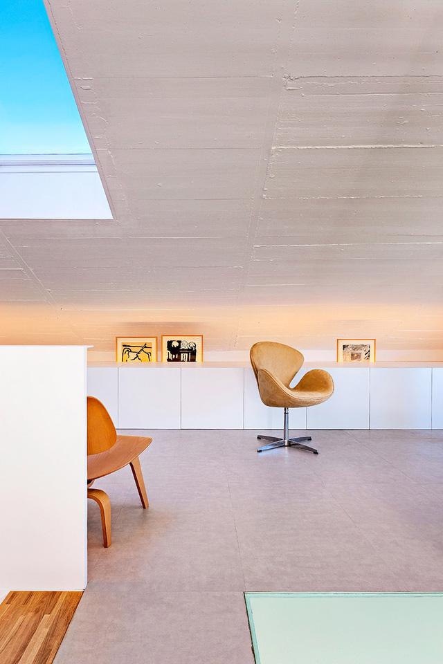 Các đồ đạc trong ngôi nhà được tối giản nhưng vẫn đảm bảo đầy đủ tiện nghi cho gia chủ