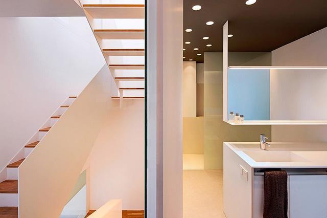 Hệ thống cầu thang của căn nhà được thiết kế đơn giản