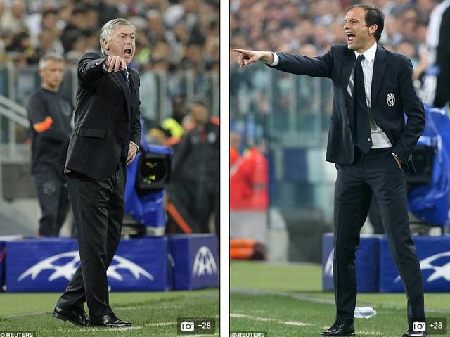 HLV Ancelotti (trái) tạm nhận thua trước hậu bối Allegri ở Juventus Arena.