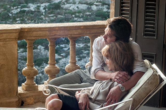 Cặp đôi Jolie Pitt trong một cảnh quay của By the Sea. (Ảnh: Merrick Morton/Universal Pictures/NY Times)