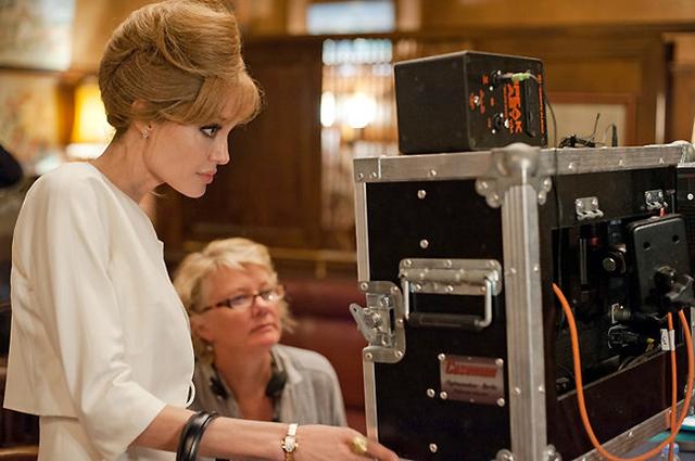 Trong By the Sea, Angelina đứng vai trò viết kịch bản, đạo diễn và kiêm vai nữ chính. (Ảnh: Merrick Morton/Universal Pictures/NY Times)