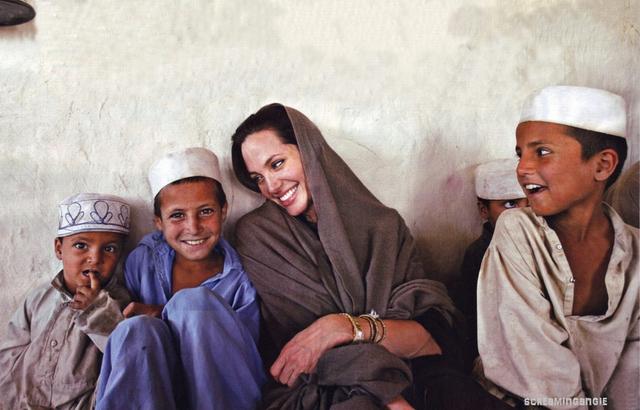 Hình ảnh quen thuộc của Angelina Jolie của ngày hôm nay. (Ảnh: Charee)