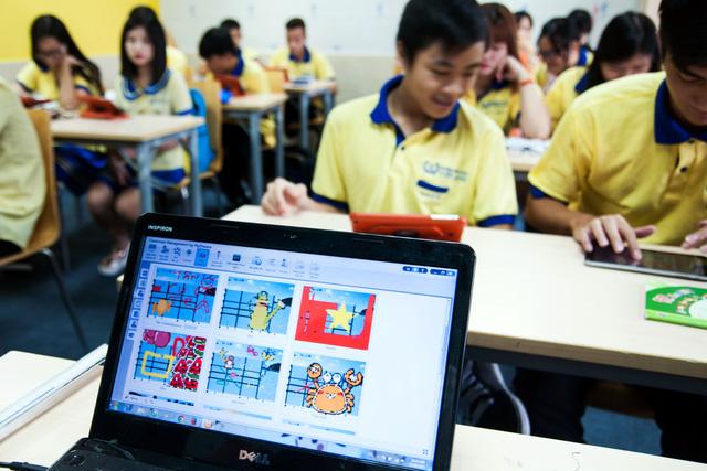 Thầy cô giáo có thể giám sát các hoạt động của học sinh thông qua thiết bị Classbook
