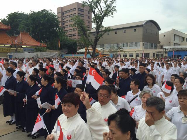 Người dân đứng đợi hàng giờ để được nghe bản Tuyên ngôn độc lập của cố Thủ tướng Lý Quang Diệu