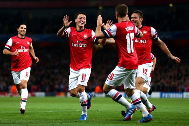 Arsenal có lợi thế nhất trong cuộc đua cho ngôi vị á quân