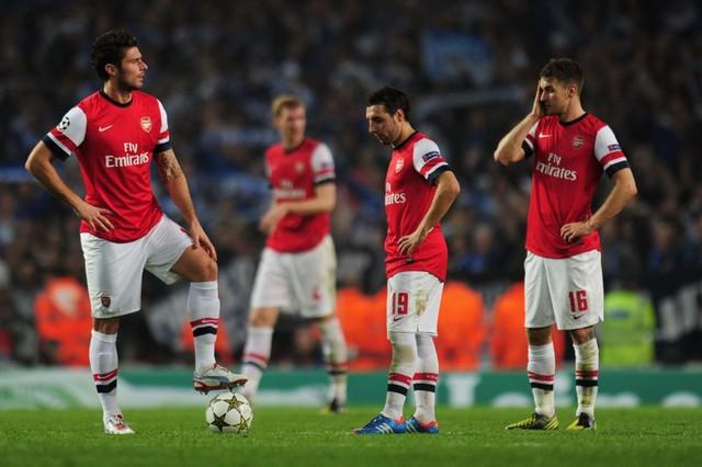 Đã 10 mùa giải Arsenal chưa thể vô địch Ngoại hạng Anh