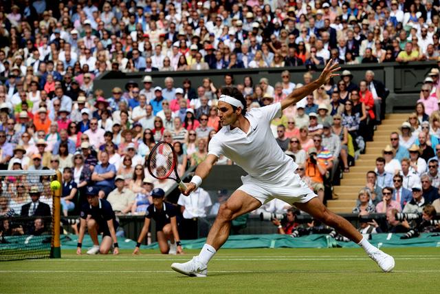 Khán giả đã ở bên Federer trong suốt trận đấu