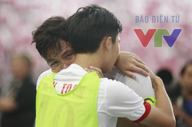 Những dòng cảm xúc rất khó tả đối với bất cứ người Việt Nam nào theo dõi trận đấu này.