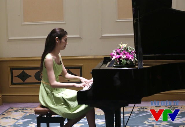 Cũng trong buổi họp báo, Nao Matsushita đã chơi một bản nhạc trong phim bằng đàn piano. Bên cạnh vai trò diễn viên, Nao Matsushita còn là Đại sứ âm nhạc của Nhật Bản ở một số quốc gia châu Âu.