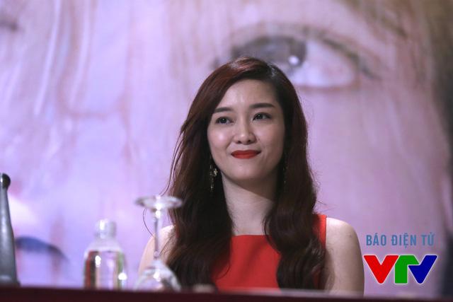 Khúc hát mặt trời là bộ phim truyền hình đầu tiên của ca sĩ Đinh Hương