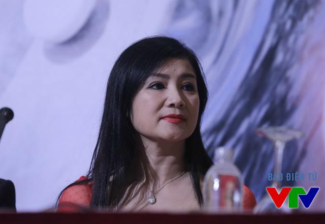 Buổi họp báo có cả sự góp mặt của NSƯT Thu Hà. Trong phim, cô vào vai mẹ của nhân vật Yến Phương (do Nhã Phương đảm nhiệm).