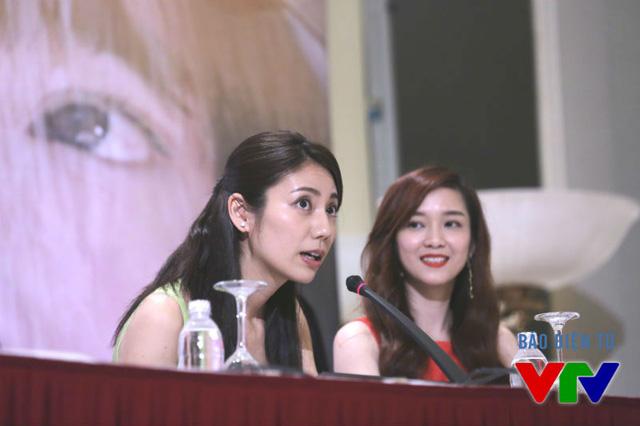 Diễn viên Nhật Bản Nao Matsushita và ca sĩ Đinh Hương trong buổi họp báo ra mắt phim Khúc hát mặt trời.