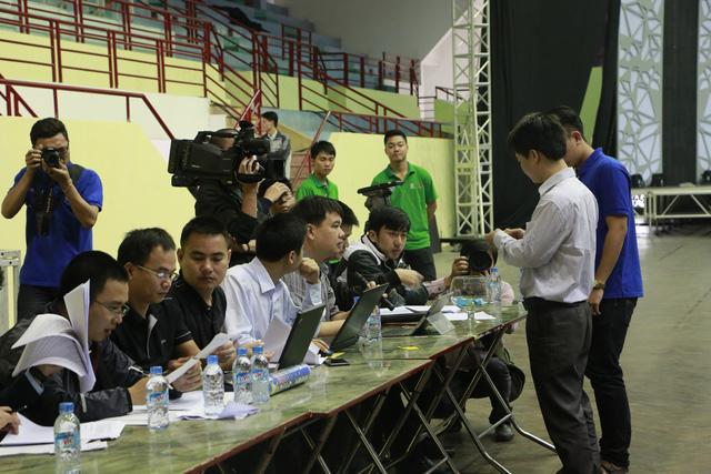 Các đội tuyển lần lượt bốc thăm thứ tự thi đấu