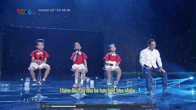 Nhạc sĩ Nguyễn Hải Phong cùng 3 thí sinh Đồ Rê Mí 2015 với ca khúc Ba kể con nghe