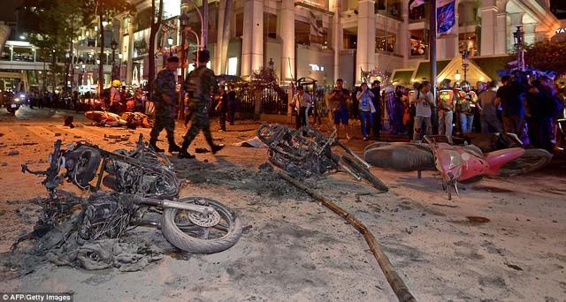 Theo điều tra từ cảnh sát, quả bom phát nổ được gắn trên xe máy ở trước ngôi đền Erawan.