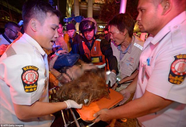 Trước hết, vụ nổ bom được cho là nhắm vào nền kinh tế và du lịch Thái Lan, gây thiệt mạng với cả du khách nước ngoài.