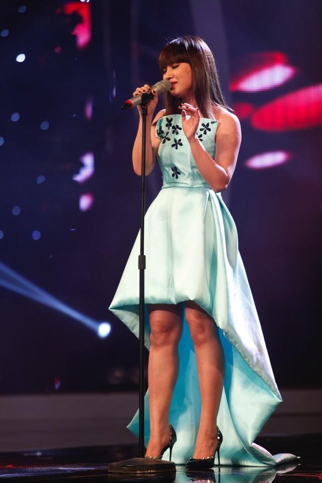 Với phần trình diễn ca khúc Người em yêu mãi, Bảo Trân đã nhận được nhiều lời khen từ giám khảo Phương Thanh