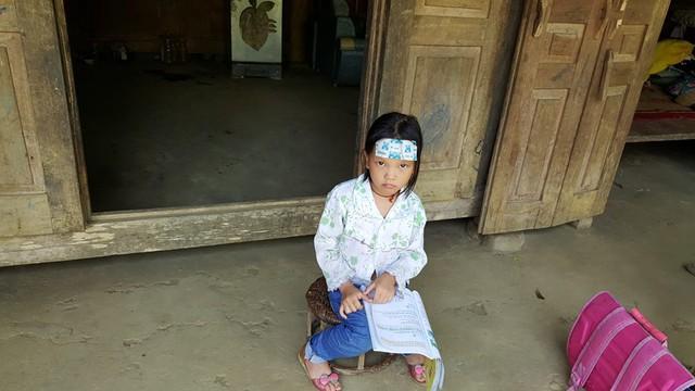 Bé Bàn Thị Mỹ Ngọc - dân tộc Dao (xóm Ang, xã Vầy Nưa, huyện Đà Bắc), không có bố, mẹ đi lấy chồng để con lại cho ông bà ngoại nuôi. Bé được phát hiện bị tim bẩm sinh qua đợt khám sàng lọc tim bẩm sinh tại Hòa Bình.