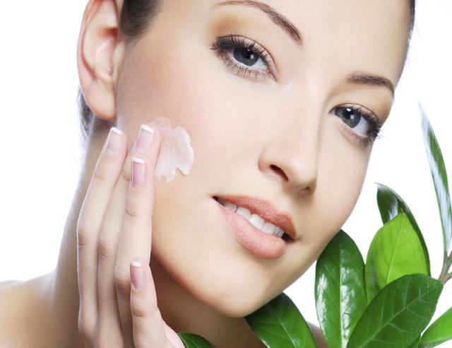 Kem dưỡng ẩm giúp làn da mềm mại và không bị khô trong mùa Thu - Đông. (Ảnh minh họa).