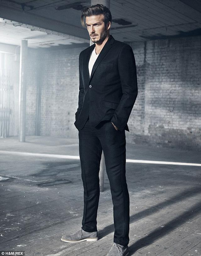 Cựu danh thủ người Anh khoe được vẻ nam tính đầy mạnh mẽ qua bộ ảnh quảng cáo mới của hãng thời trang H&M.