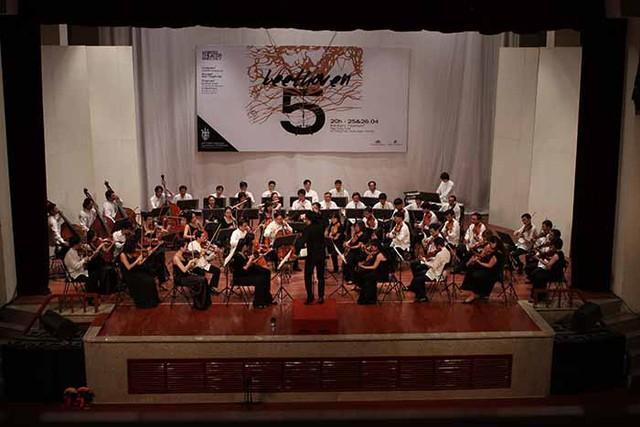 Nhạc trưởng Kanako Abe sẽ chỉ huy Dàn nhạc Giao hưởng Quốc tế Việt Nam.