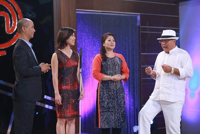 Bốn giám khảo gồm Tuấn Hải, Christine Hà, Tịnh Hải và Hoàng Khải ở vòng chung kết