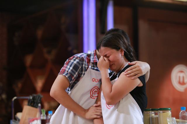 Bích Hạnh tiếc nuối chia tay Vua đầu bếp Việt trong nước mắt.