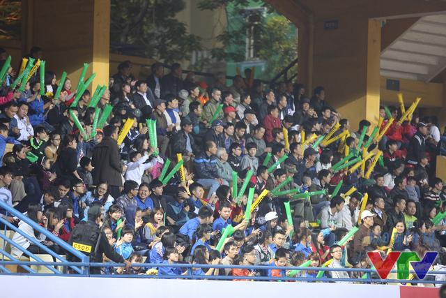 Dù thi đấu ở Hà Nội nhưng đội bóng đất thủ nhận được sự cổ vũ của đông đảo khán giả