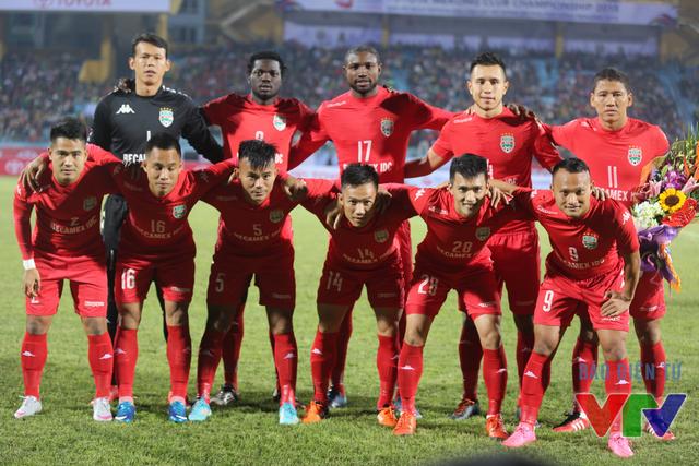 Nhà ĐKVĐ Becamex Bình Dương tung ra sân đội hình mạnh nhất trong trận bán kết Mekong Club Championship 2015 gặp Boeung Ket Angkor với sự góp mặt của Anh Đức, Trọng Hoàng, Công Vinh và tân binh Nsi