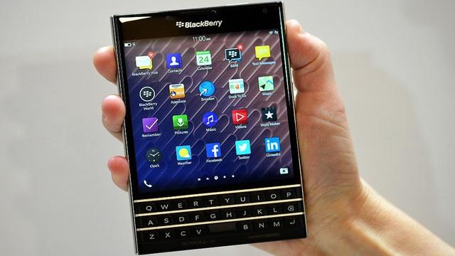 BlackBerry Passport gây ấn tượng với thiết kế vuông vức