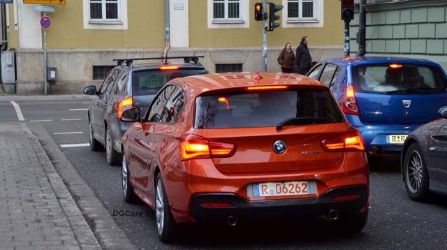 Chiếc xe nổi bật với ngoại thất màu cam Valencia