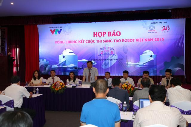 Ông Đỗ Quốc Khánh - Trưởng Ban Khoa Giáo - Đài Truyền hình Việt Nam - Phó Trưởng Ban Tổ chức Robocon 2015 phát biểu khai mạc