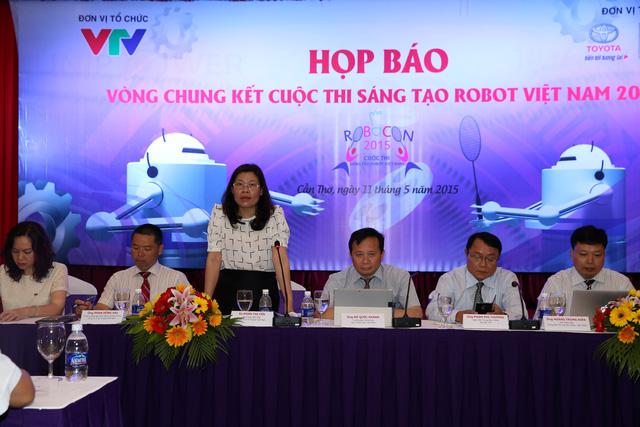 Đại diện nhà tài trợ chính của cuộc thi - Bà Đoàn Thị Yến - Phó Tổng Giám đốc Công ty Ô tô Toyota Việt Nam (Ảnh: Duy Anh)
