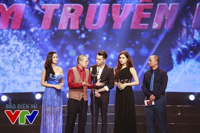 Dàn diễn viên của bộ phim Botay.com - bộ phim hài sitcom đang lên sóng VTV - công bố chủ nhân giải thưởng Gương mặt diễn viên nam ấn tượng.