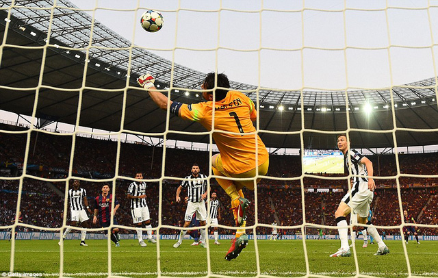 Buffon đã có ngày thi đấu xuất sắc dù để thua tới 3 bàn. Nhưng nếu không có tài năng của Buffon, Juve thậm chí còn bị thủng lưới nhiều hơn.