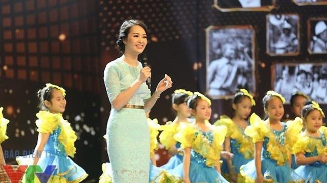 MC Thụy Vân dẫn dắt chương trình Gala Việc tử tế.