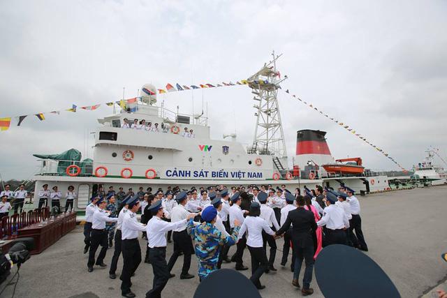 Màn Flashmob của các chiến sĩ cảnh sát biển và khách mời chương trình