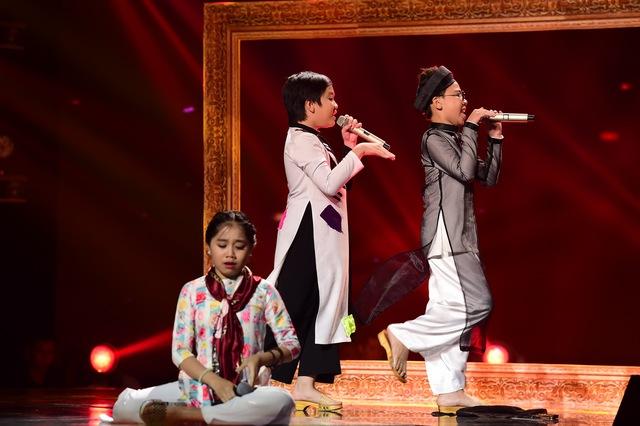 Tiết mục hài kịch của 3 thí sinh đội Cẩm Ly đã khiến khán giả bất ngờ về khả năng diễn xuất và sự tự tin của các bé trên sân khấu chuyên nghiệp