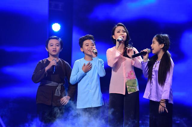 Cẩm Ly và các học trò của mình trong chương trình Giọng hát Việt nhí mùa 3