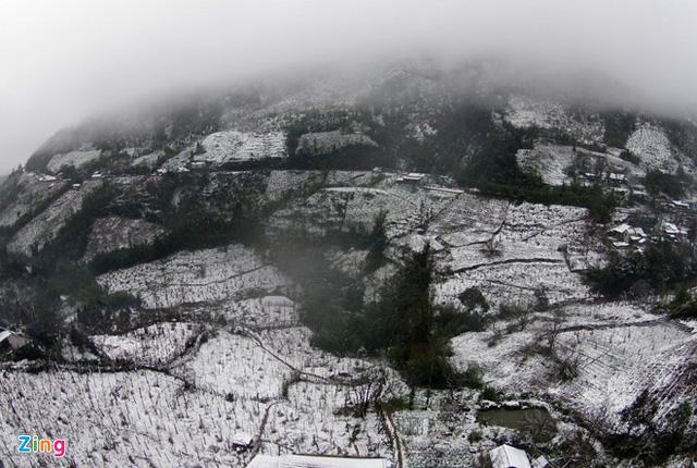 Quang cảnh khu vực tuyết rơi nhìn từ trên cao (ảnh: Zing)