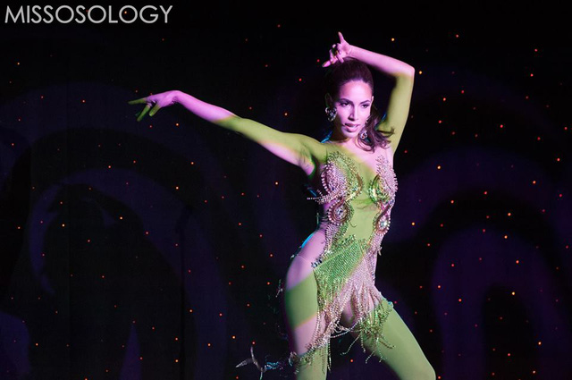 Đại diện Canada có ngoại hình khá tương đồng với Jennifer Lopez