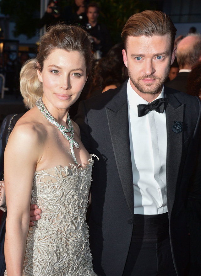 Cũng trong năm đó, Justin Timberlake đã sánh đôi tới sự kiện bên vợ - nữ diễn viên Jessica Biel. Nam ca sĩ kết hôn với Jessica trước đó 1 năm, sau những mối tình đình đám với Britney Spears, Cameron Diaz, Scarlett Johansson.