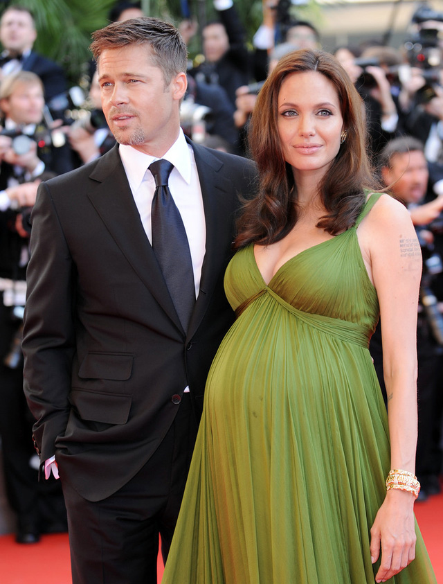 Đến năm 2008, cặp đôi lại tay trong tay trên thảm đỏ của sự kiện. Lúc này, Angelina đã xuất hiện với bụng bầu.