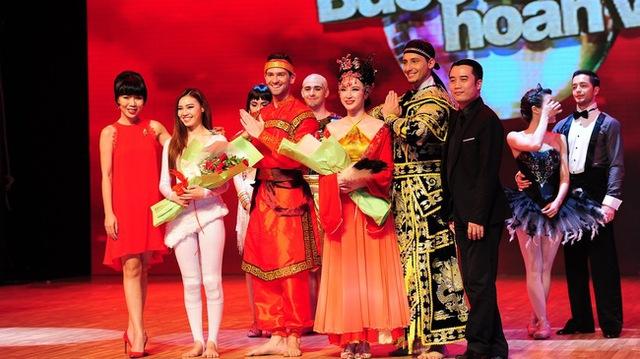 Angela Phương Trinh và Ninh Dương Lan Ngọc là 2 thí sinh xuất sắc nhất tuần để có mặt trong Chung kết Bước nhảy hoàn vũ 2015 (Ảnh: Lý Võ Phú Hưng).