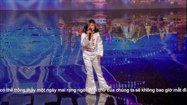 """Cậu bé Angelico """"Echo"""" Claridad (Philippines) với phần thi hát đã khiến các giám khảo cực kỳ thích thú"""