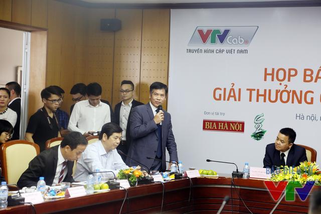 Ông Trần Đức Phấn phát biểu tại buổi họp báo công bố giải thưởng Cúp Chiến thắng