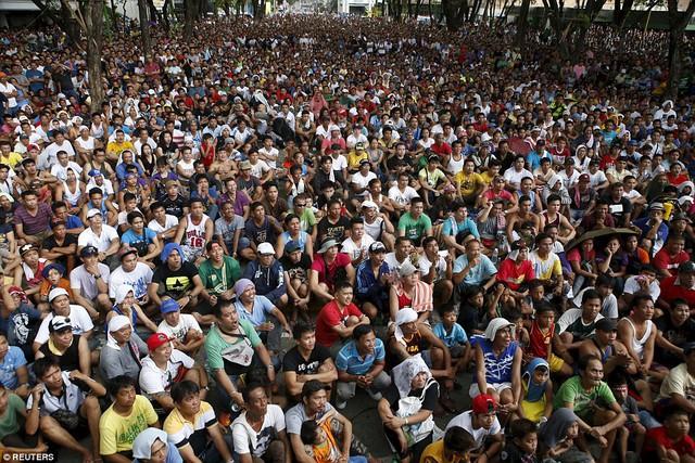 Những con phố lớn ở Manila - nơi có những màn hình lớn THTT trận đấu chật kín người xem.