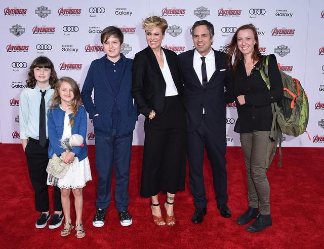 The Hulk mang cả đại gia đình đến thảm đỏ lễ công chiếu Avengers: Age of Ultron